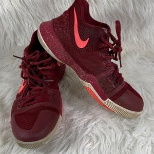 Nike Kyrie 3 Boy's Basketball Shoes Red Size 7Y